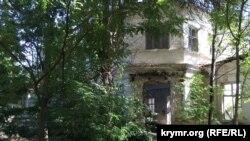 Одно из старинных зданий конца XIX - начала XX веков постройки