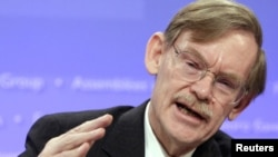 World Bank President Robert Zoellick speaks during an opening news conference of the annual International Monetary Fund (IMF) and World Bank meetings in Washington, D.C.