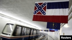 Незважаючи на протести, Міссісіпі до останнього часу залишався єдиним штатом у США, що включав символ рабовласницького півдня в свою офіційну символіку