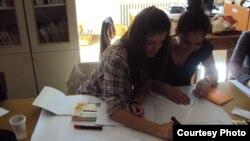 Ученици од средното економско училиште Арсени Јовков од Скопје учествуваат во проект за интегрирано образование.