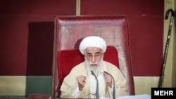 احمد جنتی ۹۳ ساله، بیست و هفت سال است که دبیر شورای نگهبان است.