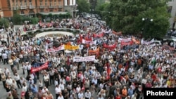 Armenia -- Supporters of the opposition Armenian Revolutionary Federation rally in Yerevan, 02Sep2009