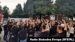 Protest ekstremnih desničara ispred Centra za migrante u Obrenovcu (13. maj 2020)