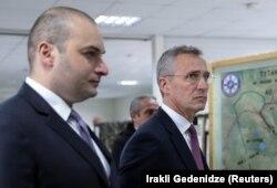 Йенс Столтенберг (справа) и Мамука Бахтадзе в совместном учебном центре Грузия-НАТО