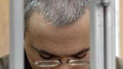 «Почему во время суда Ходорковского держали в железной клетке?»