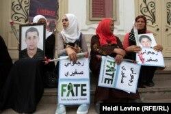 Үкіметтен ИМ-ге қосылып кеткен балаларын қайтаруды талап етіп тұрған тунистік аналар.