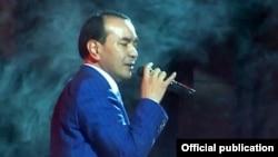 Известный узбекский певец Озодбек Назарбеков.