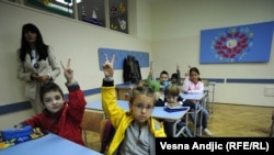 Prvi školski dan u jednoj od osnovnih škola u Beogradu, 1.septembar 2010
