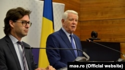 Miniştii de externe ai R. Moldova şi României, Nicu Popescu (stânga) şi, respectiv, Teodor Meleşcanu. Bucureşti, 1 iulie 2019