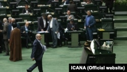 Masoud Karbasian, Rouhani's economy and finance minister, in parliament as he was impeached on 26 Aug 2018.