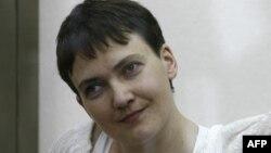 Украинская военнослужащая Надежда Савченко в зале российского суда.