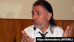 "Директор ТОО ""Сәттілік"" предприниматель Виктор Буков. Талдыкорган, июль 2012 года."