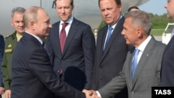 Русия президенты Владимир Путинны Татарстан президенты Рөстәм Миңнеханов сәламли