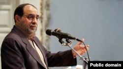 یک عضو شورای انقلاب فرهنگی از «جدل تند» روحانی و رحیمپور ازغذی درباره افزایش قیمت بنزین خبر داده بود.