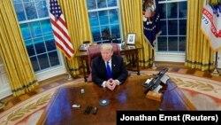 Donald Trump u Ovalnom uredu, Bijela kuća