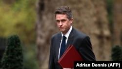 Британский министр обороны Гэвин Уильямсон потерял должность, потому что его назвали источником утечки информации о заседании Совета национальной безопасности о Huawei