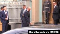 Спікер парламенту Андрій Парубій подає не найкращий приклад...