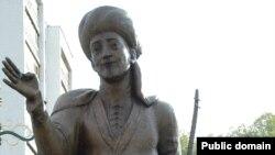 Alyşir Nowaýynyň Ylham seýilgähindäki heýkeli, Aşgabat şäheri.