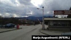 """Najperspektivniji dio ove tvornice, namijenjen proizvodnji nitroglicerina i plastičnog ekploziva, prodan je, početkom februara, kompaniji """"Winsley Defence Group"""" iz Odžaka, na sjeveru Bosne i Hercegovine, čiji je vlasnik trgovac naoružanjem iz Hrvatske Zvonko Zubak."""