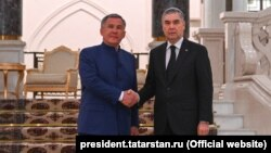 Prezident Gurbanguly Berdimuhamedow (sagda) weTatarystan respublikasynyň prezidenti Rustam Minnihanow