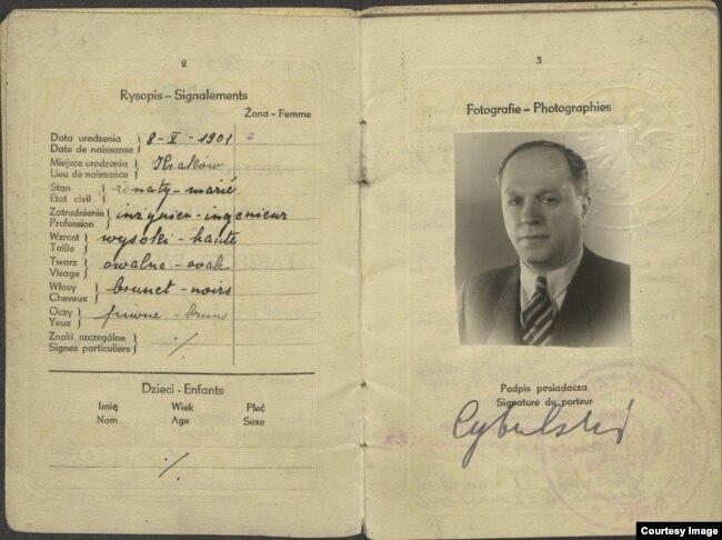 Польский паспорт Александра Вайсберга на фамилию Цыбульский
