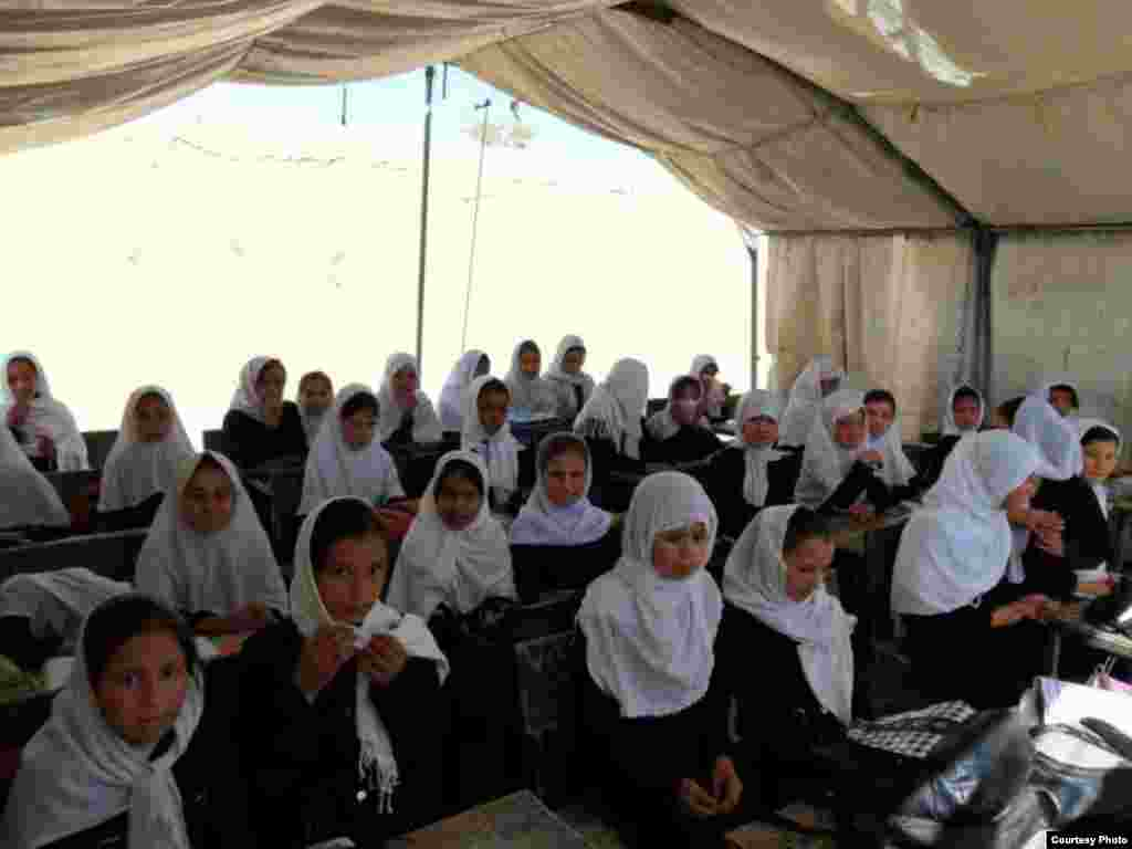 In Mazar-e-Sharif, radios were distributed to two suburban girls' schools in Deh Dadi, where 3000 girls from 1st to 12th grade are being educated.