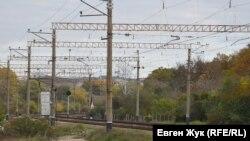 На станции поезда могут осуществить разъезд – здесь две колеи