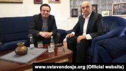 Kryetari i LDK-së, Isa Mustafa dhe kryetari i VV-së, Albin Kurti (foto nga arkivi).