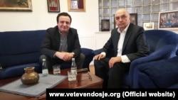Kryetari i LDK-së, Isa Mustafa dhe kryetari i VV-së, Albin Kurti (Foto nga arkivi)