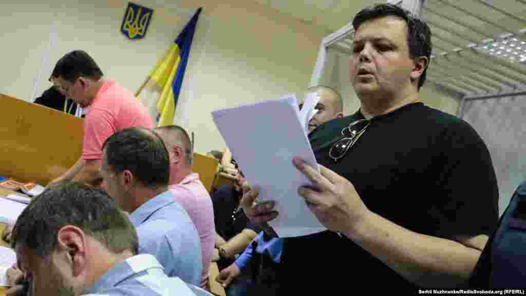 Народний депутат України, колишній командир 2-го батальйону спеціального призначення «Донбас» Семен Семенченко під час судового засідання про обрання запобіжного заходу Валентинові Лихоліту в Печерському районому суді