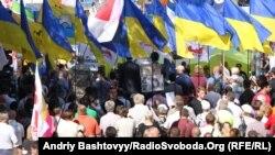 Украинаның бұрынғы премьері Юлия Тимошенконы босатуды талап еткен шерушілер. 8 тамыз. 2011