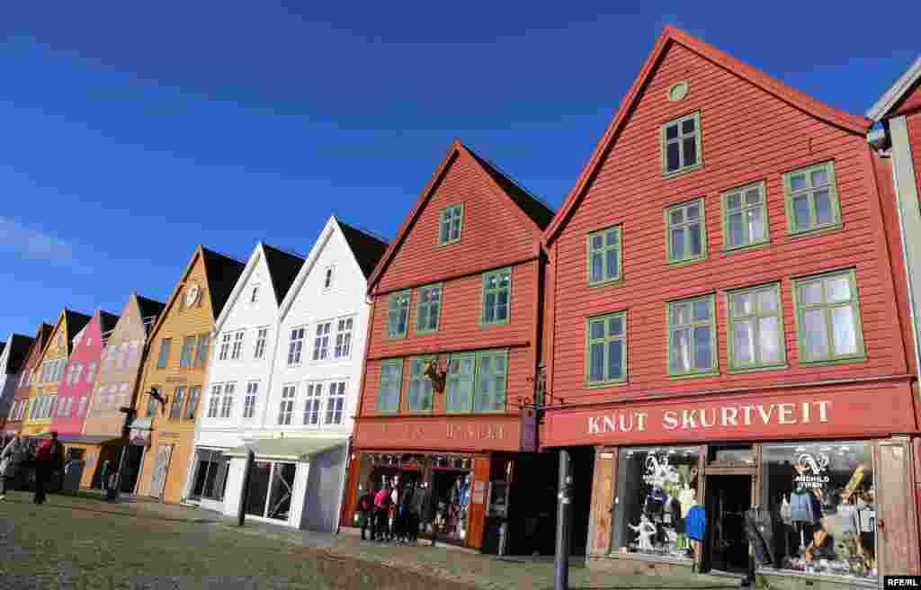 Набережна і дерев'яний квартал Брюгген, споруджені Ганзейським орденом у 17–18 століттях як регіональний центр торгівлі рибою і зерном. Нині – об'єкт всесвітньої спадщини ЮНЕСКО