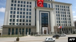 Pamje nga Ankaraja, ku shihet ndërtesa e selisë së partisë udhëheqëse në qeverinë e Turqisë AKP