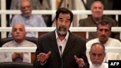 وکیل صدام حسین می گوید نیروهای اآمریکایی گفته اند که او را به مقام های دولت عراق تحویل داده اند