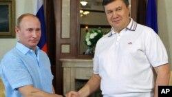 Попередня неформальна зустріч Януковича і Путіна в Криму відбулася рік тому, 25 червня 2011