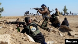 Tribal fighters take part in an intense engagement with Islamic State militants in Iraq's Anbar Province. (file photo)