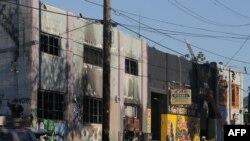 """Skladište """"Sabalsni brod"""" koji je bio pretvoren u umjetnički atelje, mjesto požara u Ouklendu u Kaliforniji"""