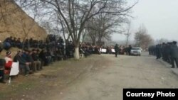 Өмүрбек Текебаевдин жактоочуларынын тынч митинги 1-марттан бери уланууда. Базар-Коргон.