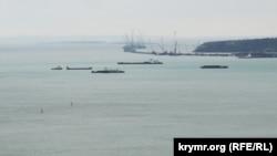 Танкеры и сухогрузы в Керченском проливе. 19 апреля 2017 года.