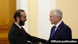 Председатель Национального собрания Армении Арарат Мирзоян (слева) и постоянный координатор ООН в Армении Шомби Шарп, Ереван, 21 февраля 2019 г.