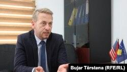 Generatori tenzija su predsednici Kosova i Srbije: Iljir Deda