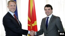Министерот за надворешни работи Никола Попоски ги прими копиите од акредитивите на новиот aмбасадор на ЕУ во земјава Аиво Орав.