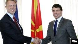 Министерот Никола Попоски и шефот на делегацијата на ЕУ во Македонија Аиво Орав