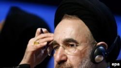 محمد خاتمی در داووس از همه طرف های درگیر خواست تا با ایران گفت و گو کنند.