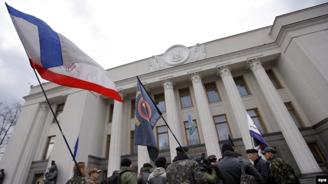Ukraine -- Ukrainian Navy and Paratroopers veterans, waving the former Crimean flag, gather to protest against the Crimean annexation in front of the Parliament building, in Kyiv, March 20, 2014