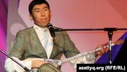 Айтыскер ақын Еркебұлан Қайназаров. Алматы, 11 ақпан 2012 жыл.