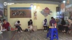 В Таджикистане афганский беженец открыл художественную школу и галерею
