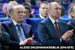Владимир Путин и директор ФСБ Александр Бортников