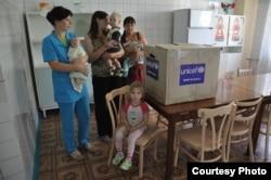 ЮНІСЕФ та «Люди в біді» передали найнеобхідніше в дитсадок в окупованому Кіровську Луганської області