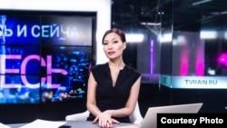 """Ресейдегі """"Дождь"""" телеарнасының журналисі Көгершін Сағиева."""